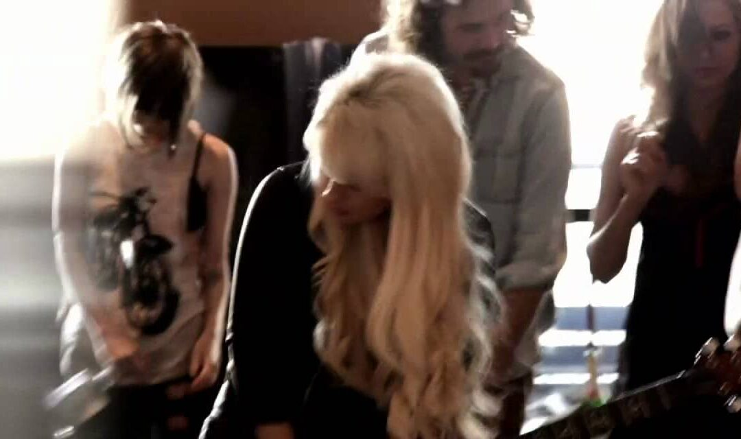 Video Of The Day – Dave Stewart and Orianthi – Girl In A Catsuit