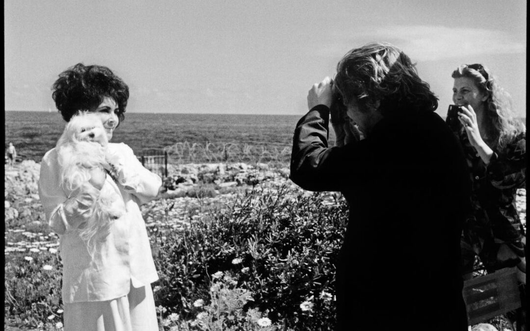 Rare Photo From The Archives : Dave Stewart photographing Elizabeth Taylor being photographed by Jean Pigozzi.